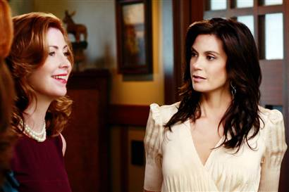 Dana Delaney as Katherine and Teri Hatcher as Susan